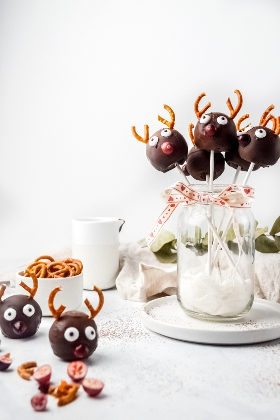 Reindeer Cake Pop 1