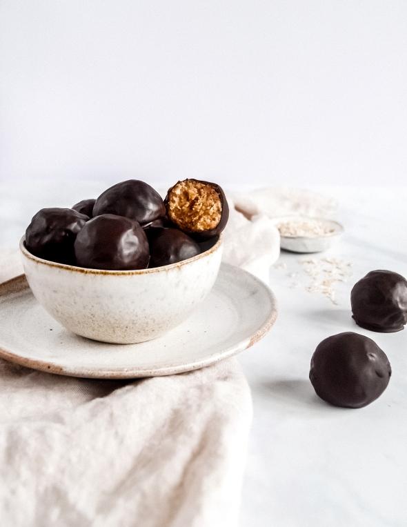 Tahini and oat balls 1